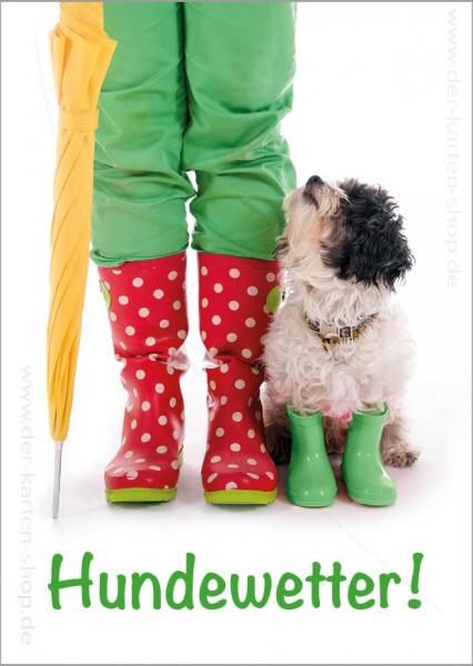 Postkarte Grußkarte kleiner Hund mit Gummistiefeln 'Hundewetter'