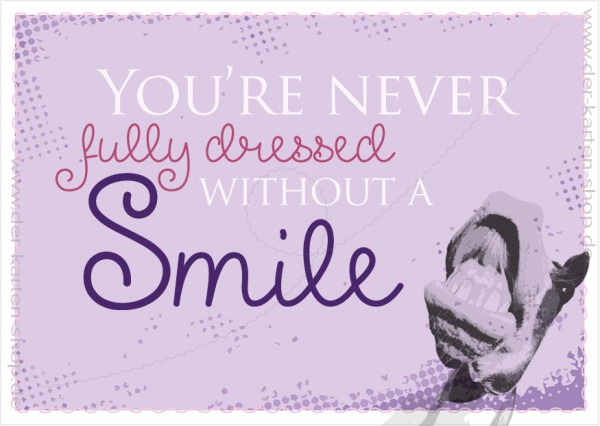 Postkarte Grußkarte Spruchkarte 'You're never fully dressed without a smile'